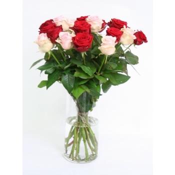 Rozen boeket van grootbloemige roze Rozen en rode Rozen