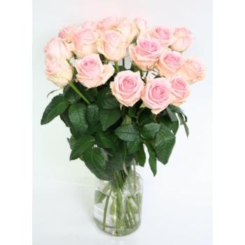 Licht roze Rozen boeket van lange grootbloemige Rozen