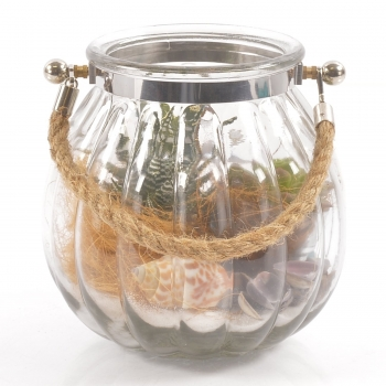 Glas met touw opgemaakt met schelpen